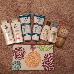 Beauty bundle: shower gel, moisturizer, makeup bag
